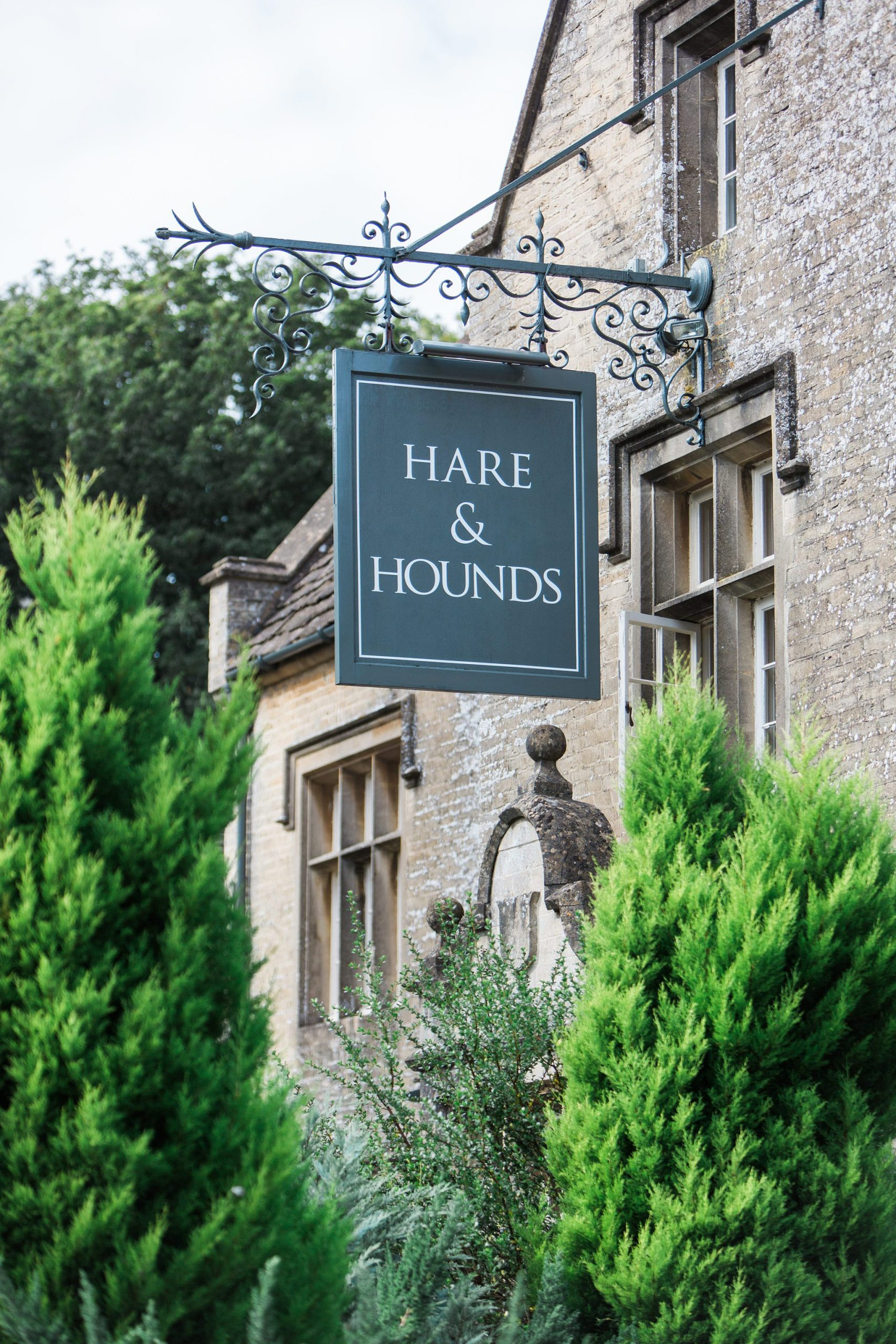 hare and hounds front entrance wedding photographer