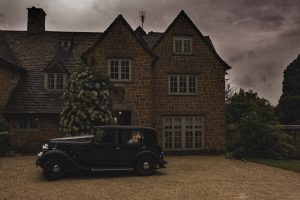 Drakestone house car in the rain wedding day