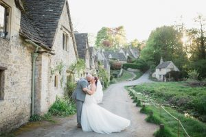 couple kissing in bibury cotswold wedding