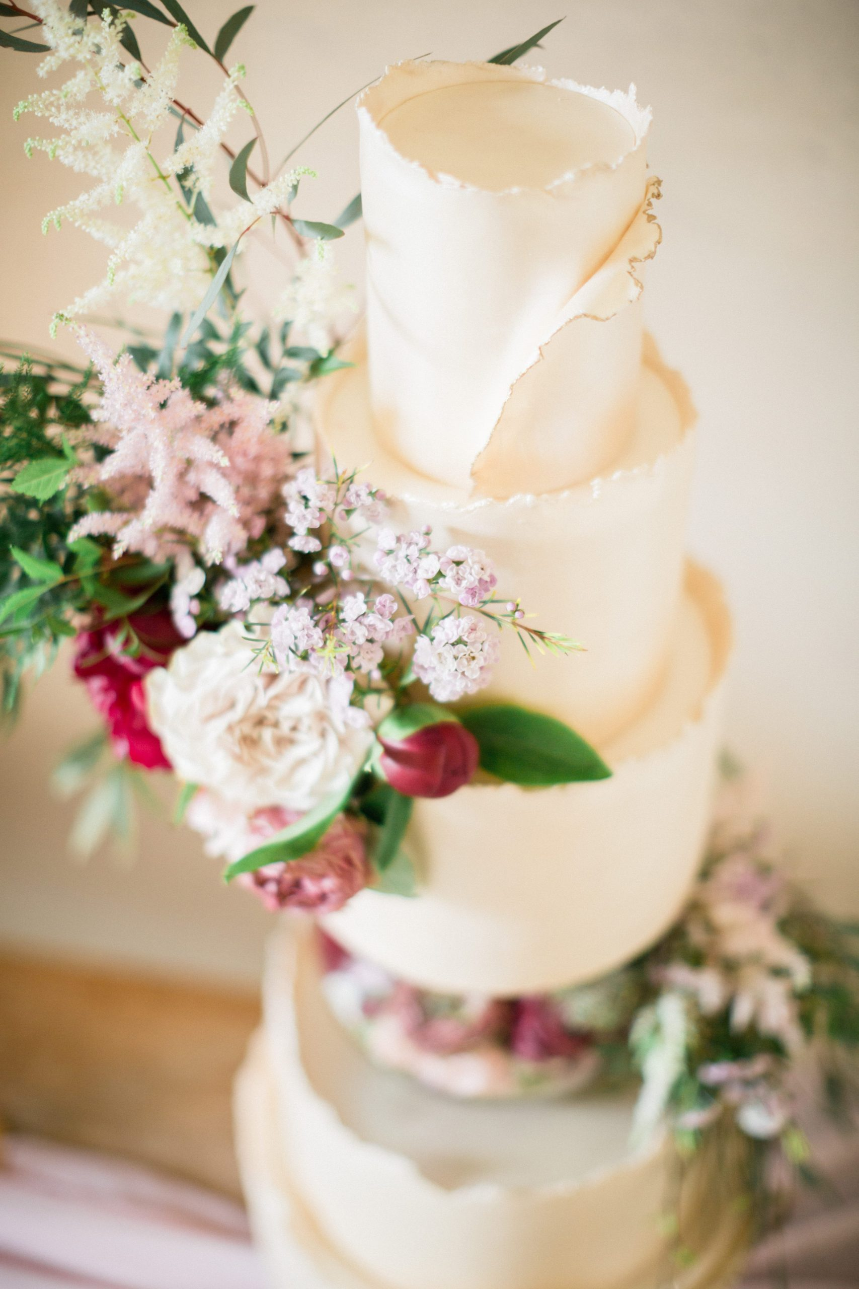 fresh flowers wedding cake Euridge Manor photography