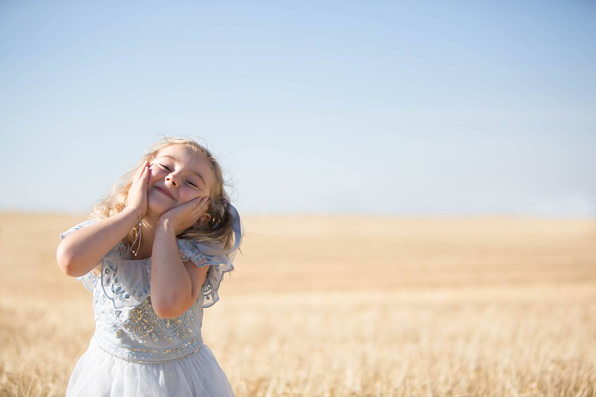 little girl smiling gloucestershire wedding photography