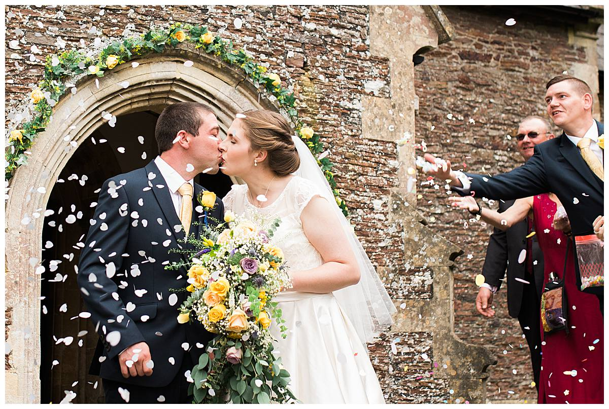 confetti throw gloucestershire wedding photography