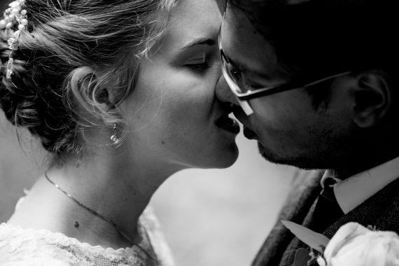 kissing couple micro wedding photographer