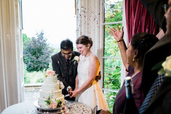 cutting cake micro wedding photographer
