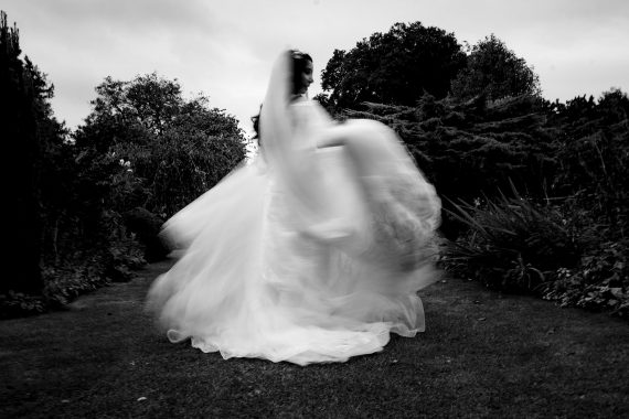 cotswold micro wedding barnsley house bridal pictures